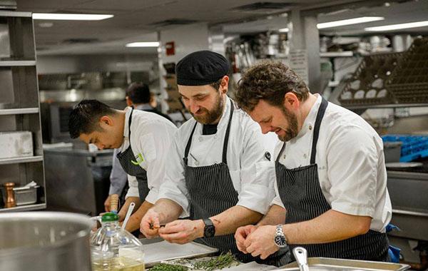 Thấu hiểu 6 áp lực nghề bếp không nhiều người biết